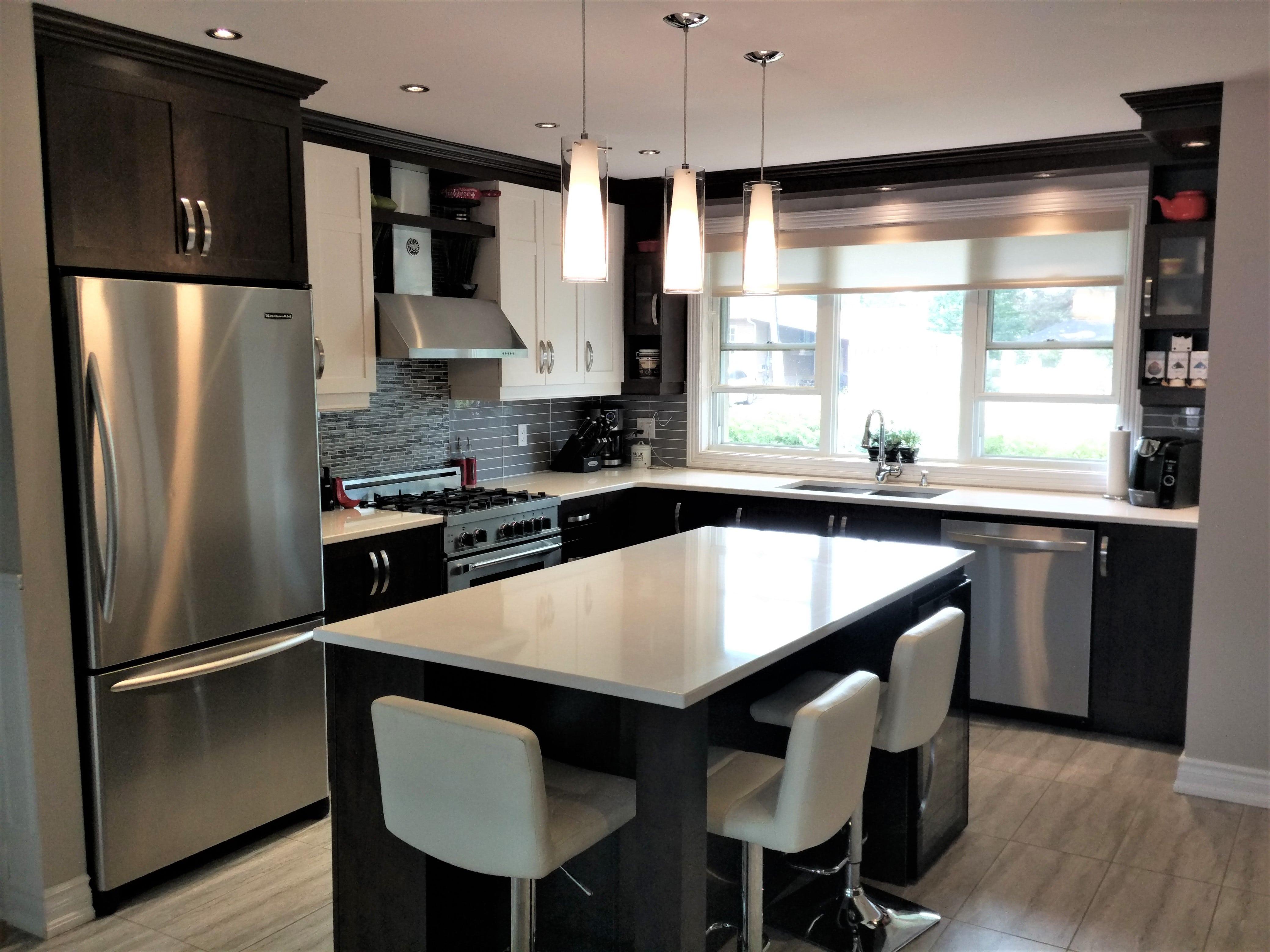 4. Armoires de cuisine en polyester avec îlot de quartz