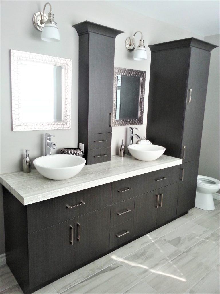 2. Vanité de salle de bain mélamine