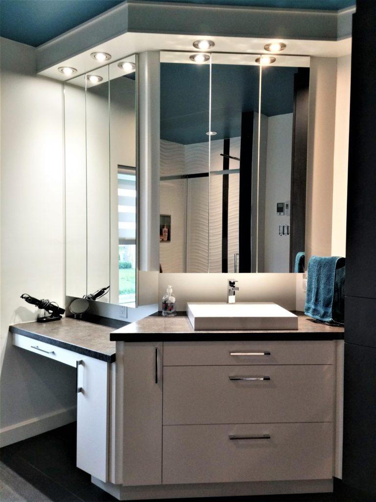 3. Vanité de salle de bain mélamine