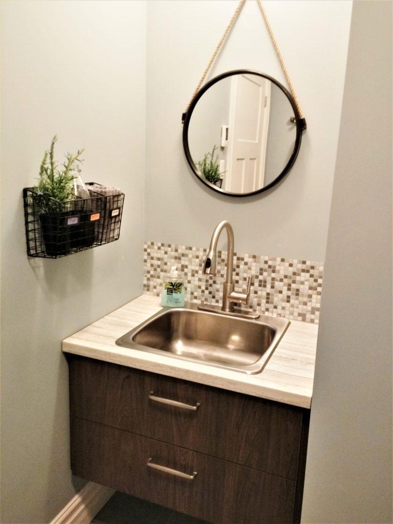 10. Vanité de salle de bain mélamine
