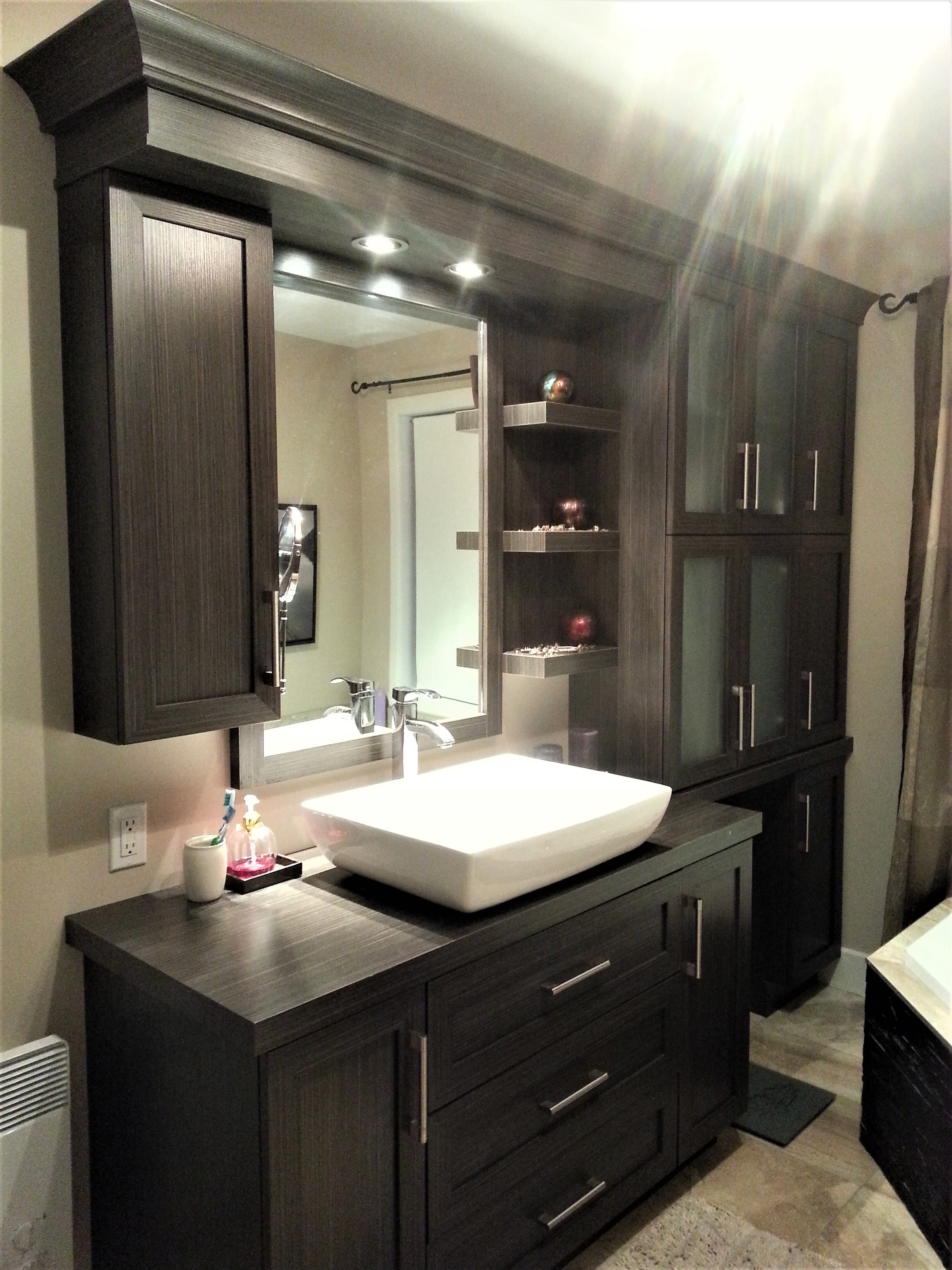 vanit de salle de bain farnham bromont et granby. Black Bedroom Furniture Sets. Home Design Ideas