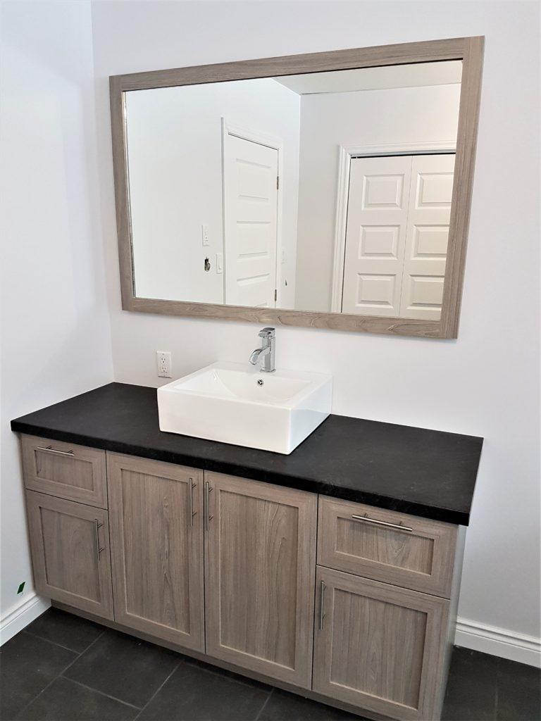 13. Vanité de salle de bain polyester